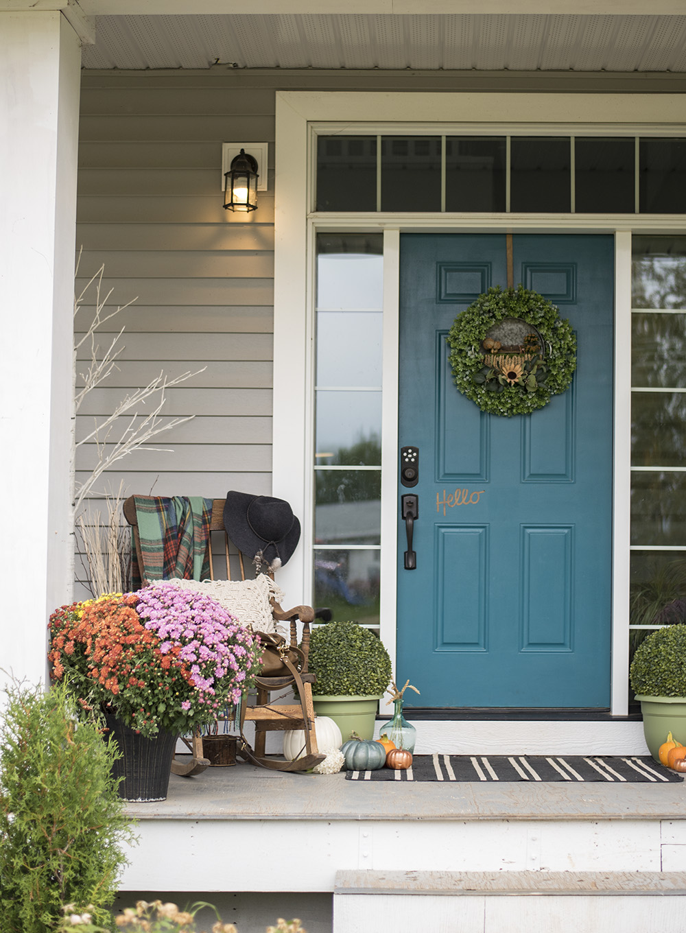 Simple Fall Decorating Ideas for your Front Porch