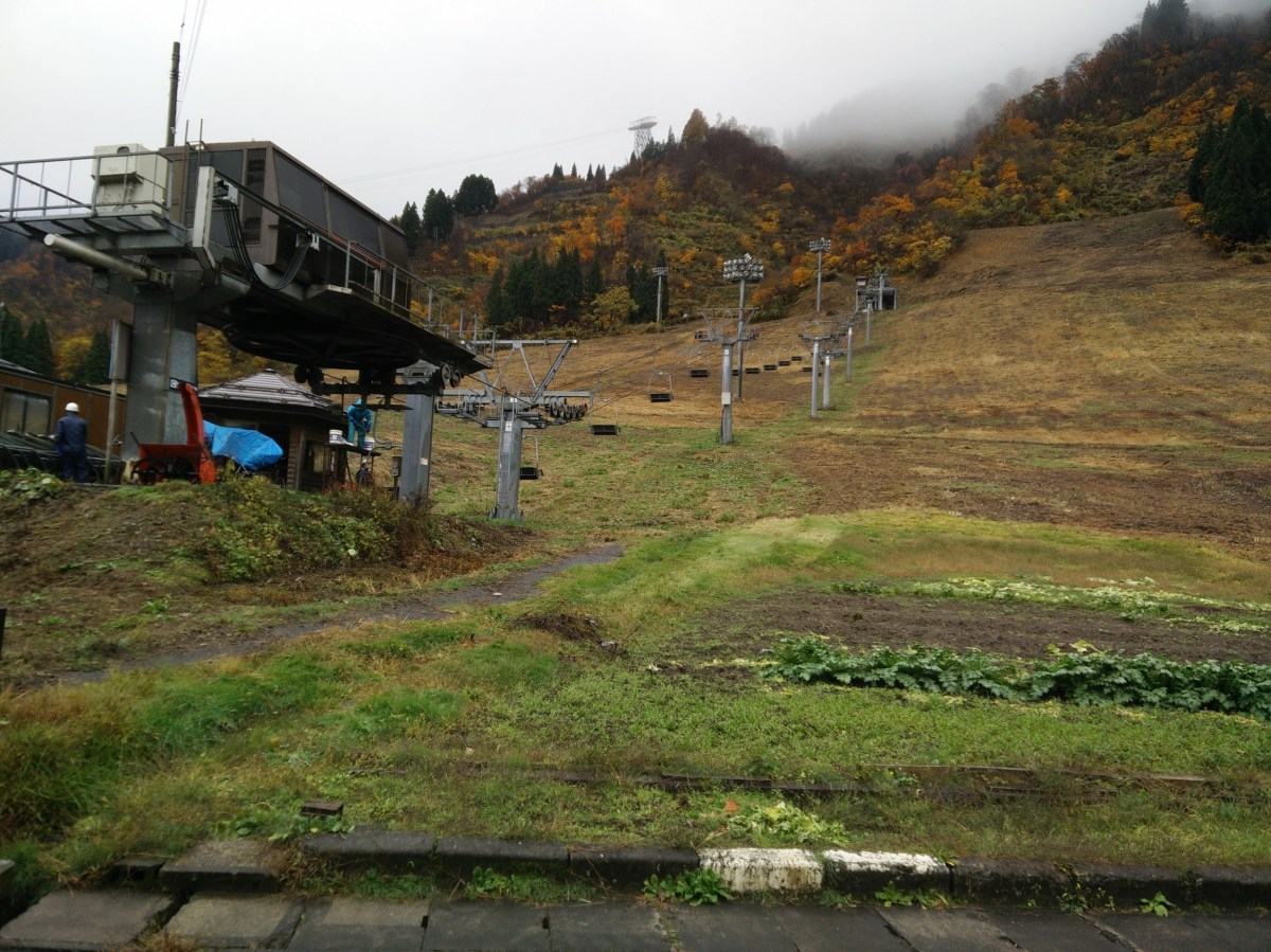 Working in the rain at Nunoba gelende, Yuzawa Kogen