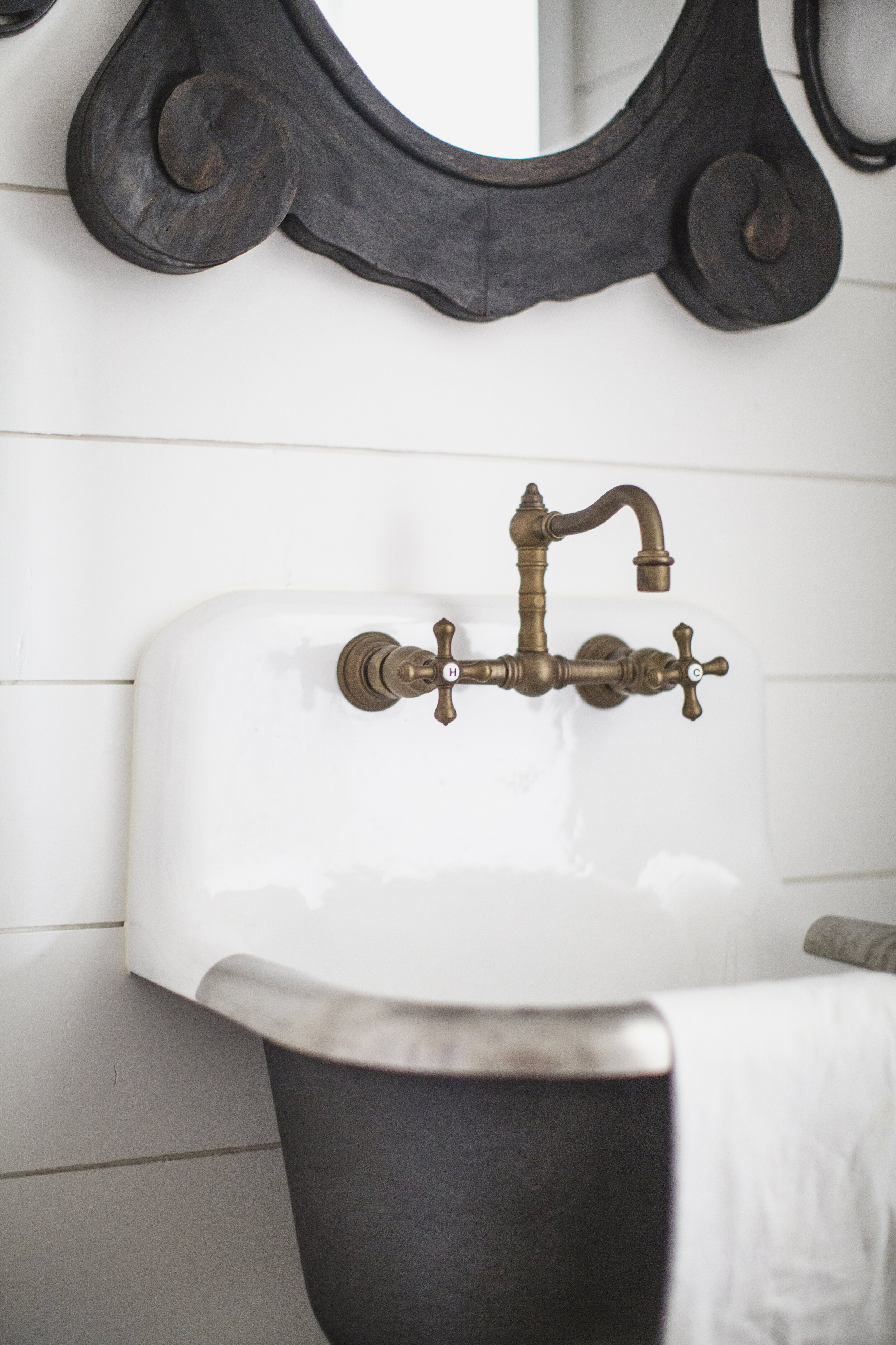 antique and vintage inspired sinks and