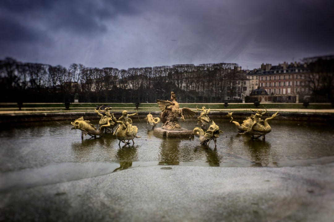 Snowy day in Versailles