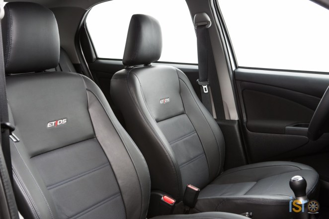 toyota etios platinum hatchback 7+%28A+WEB%29