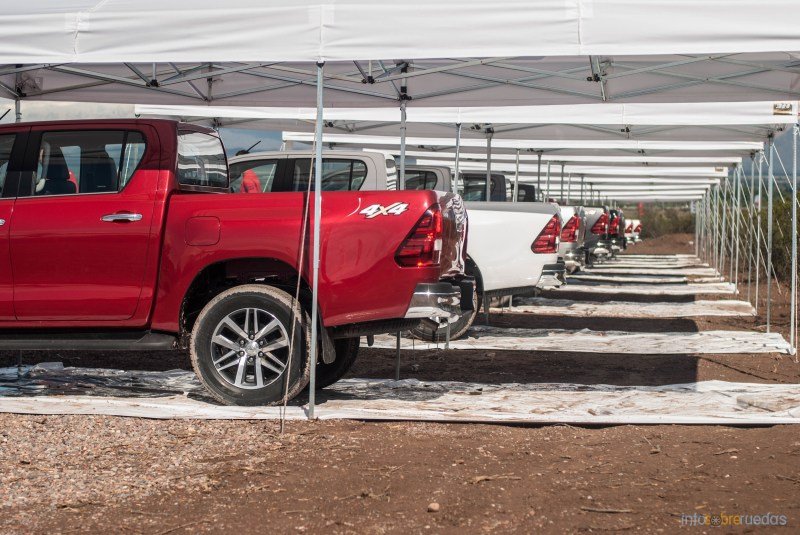 Contacto: Toyota Hilux 2016 13