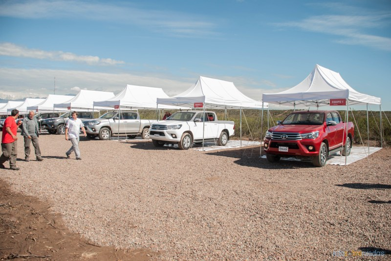 Contacto: Toyota Hilux 2016 22