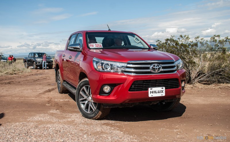 Contacto: Toyota Hilux 2016 28