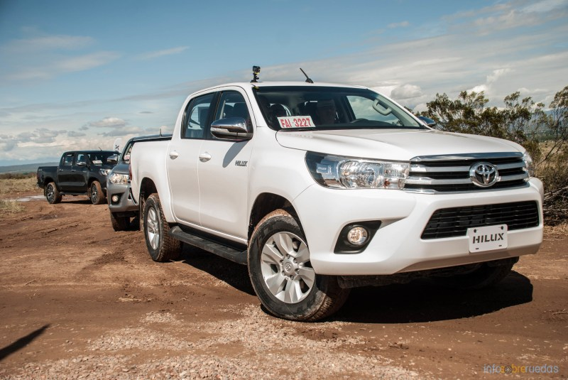 Contacto: Toyota Hilux 2016 30