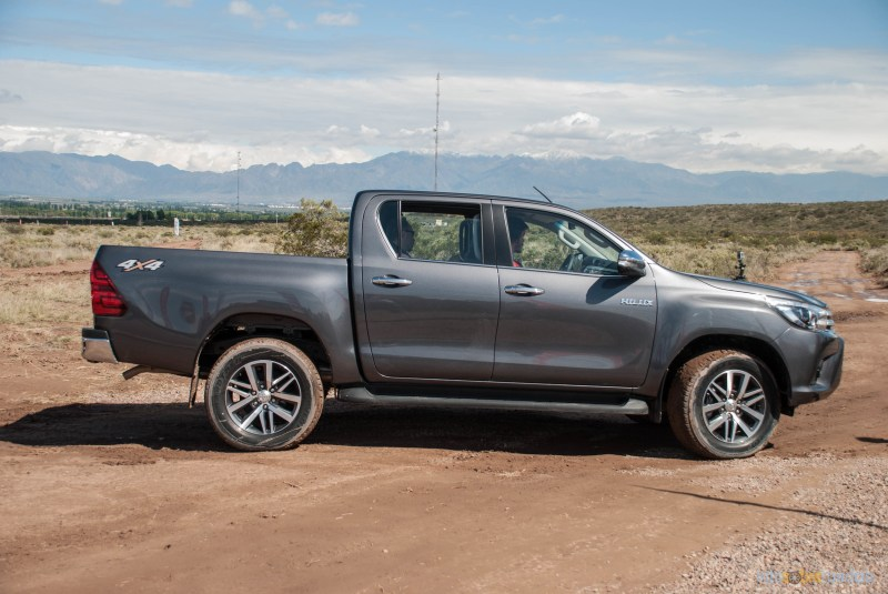 Contacto: Toyota Hilux 2016 33