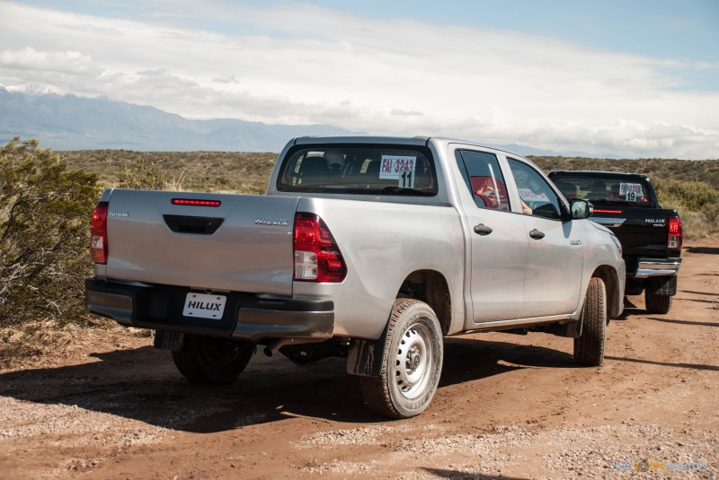 Contacto: Toyota Hilux 2016 37