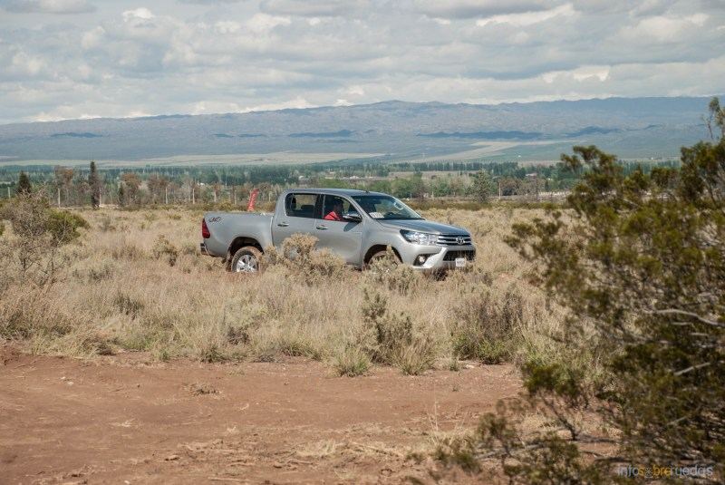 Contacto: Toyota Hilux 2016 40