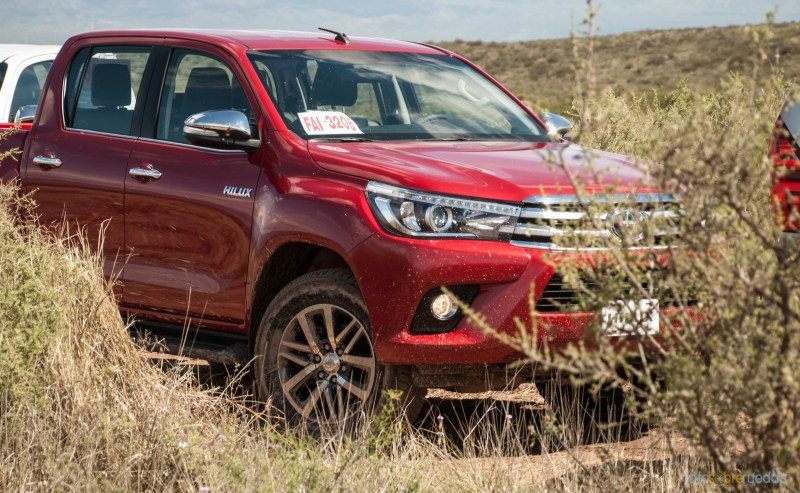 Contacto: Toyota Hilux 2016 42