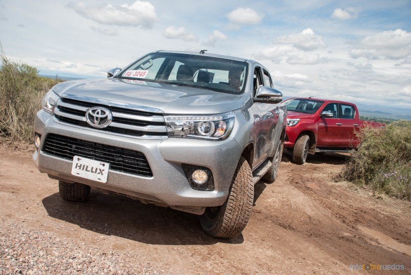 Contacto: Toyota Hilux 2016 48