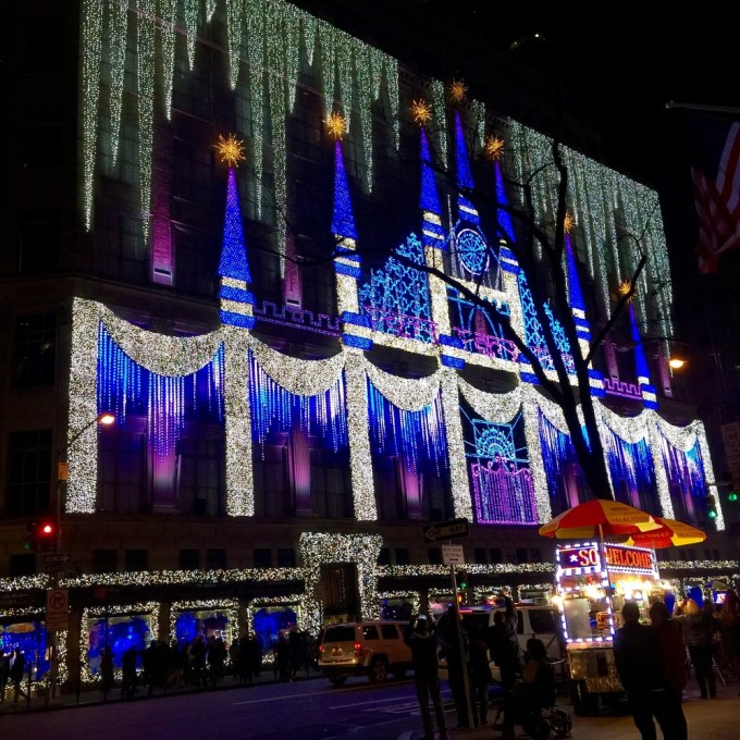 when do christmas decorations go up in new york | Thecannonball.org