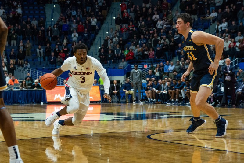 Alterique Gilbert drives to the basket during UConn's 97-65 rout of Drexel on December 18, 2018. (Nicholas Hampton/ The Daily Campus)