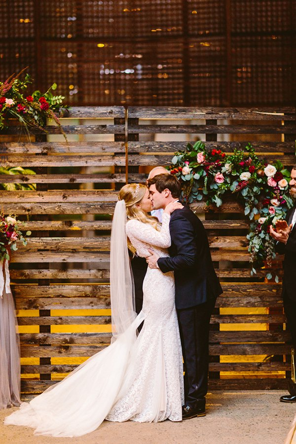 Wedding Ceremony Backdrops With Wooden Pallets The