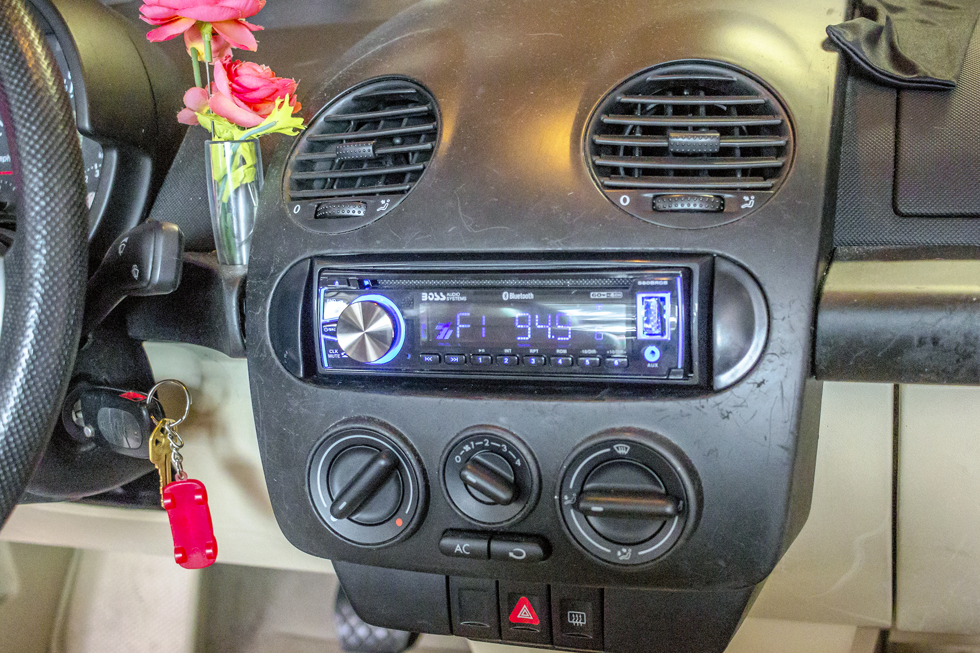 medium resolution of this 2000 beetle adds a radio and speakers