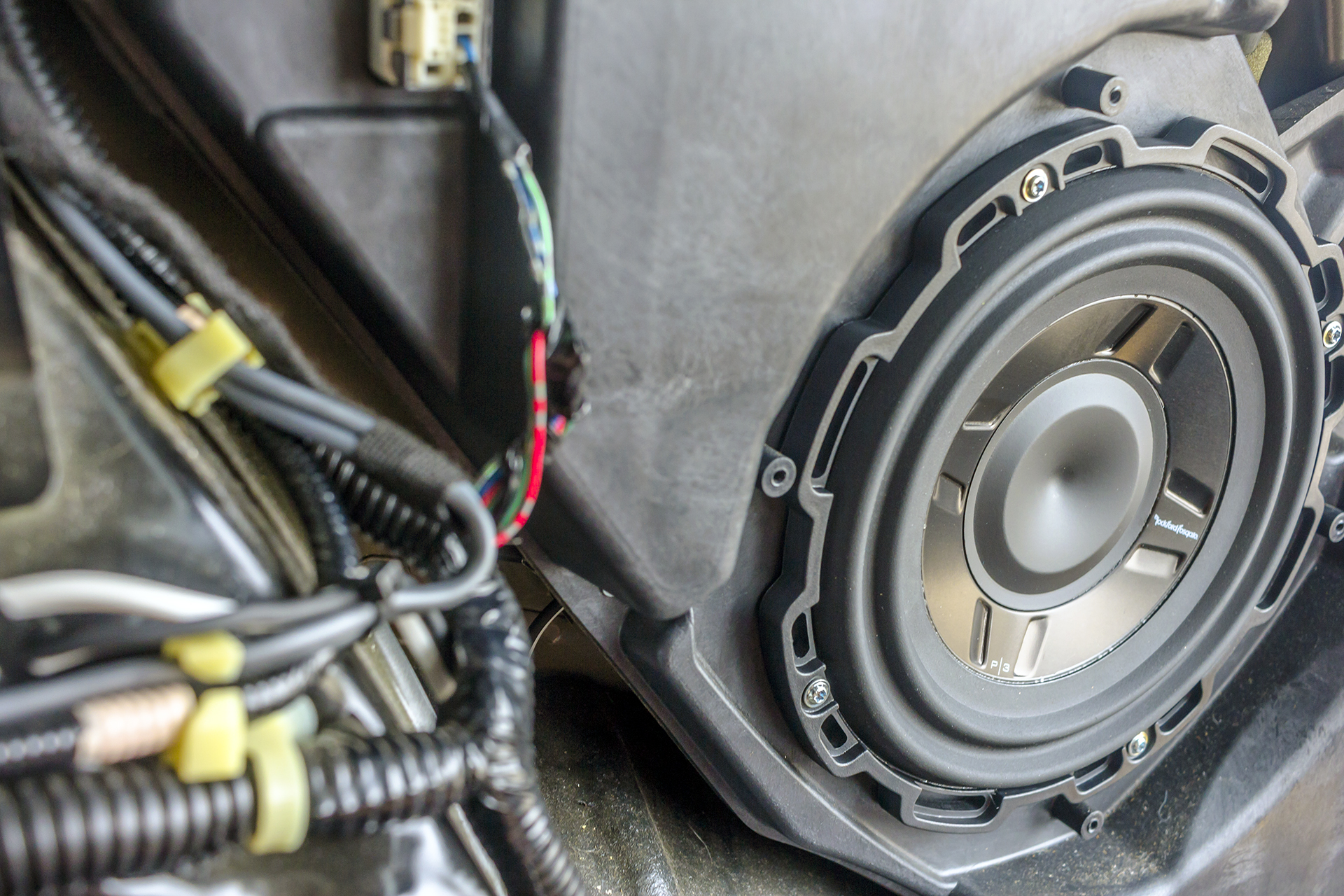 hight resolution of this 2007 acura rdx turbo gets some new speakers and a subwoofer