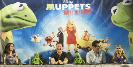 MUPPETS MOST WANTED Tina Fey_Kermit_Ricky Gervais_Constantine_Ty Burrell_Miss Piggy