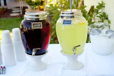 Lemonade-and-iced-tea-drink-station
