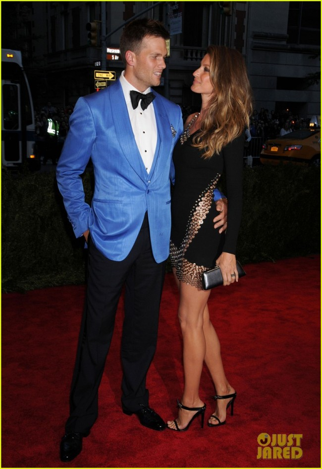 gisele-bundchen-tom-brady-met-ball-2013-red-carpet-03