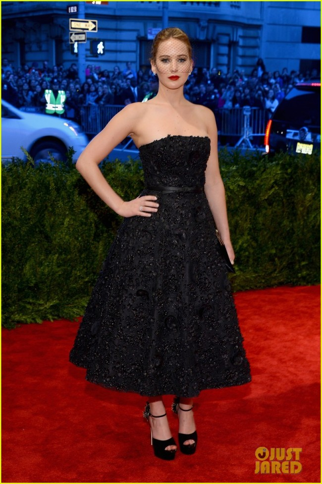 jennifer-lawrence-met-ball-2013-red-carpet-01