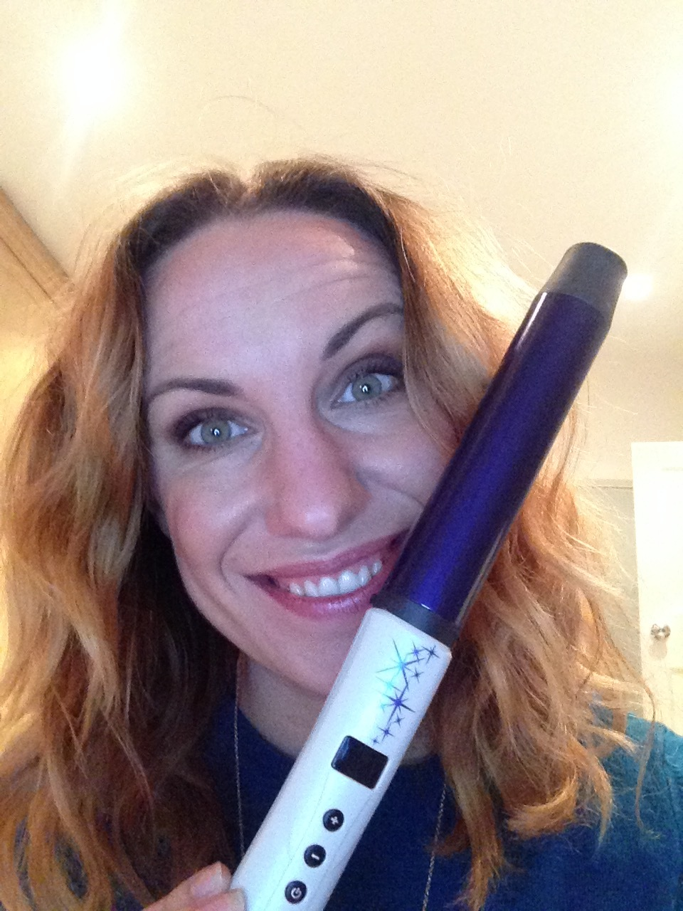 Remington Sapphie Pro Curl Hair Tong. I'd used this for my hair in this photo