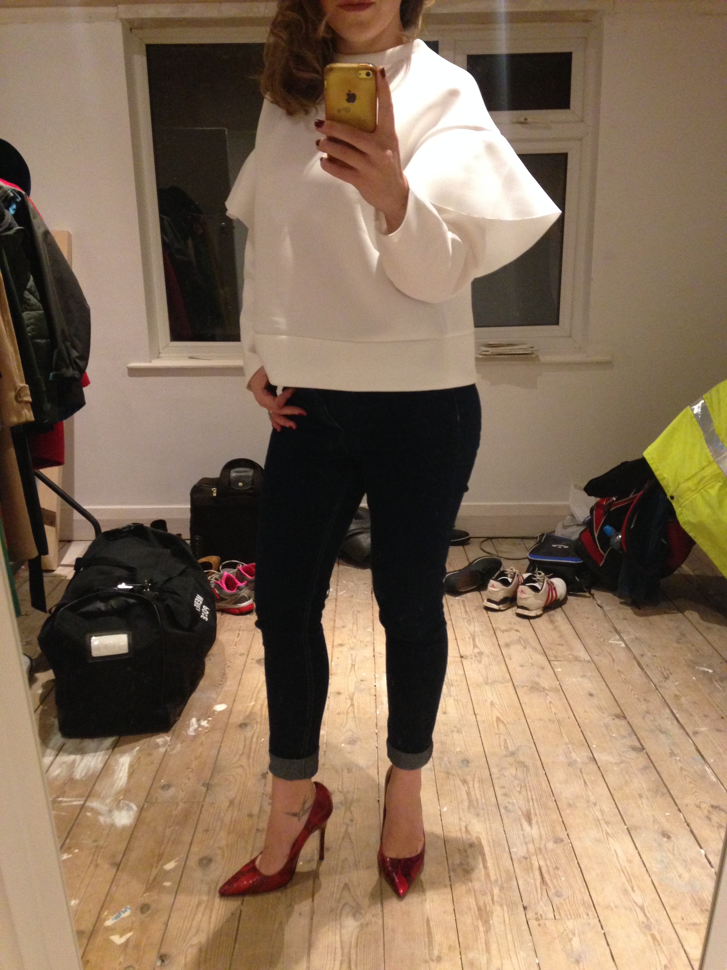 H&M High Waisted Skinnies. Teamed with a top from Boohoo and Topshop heels. Please ignore the state of our back bedroom! Our house is a mega work in progress!