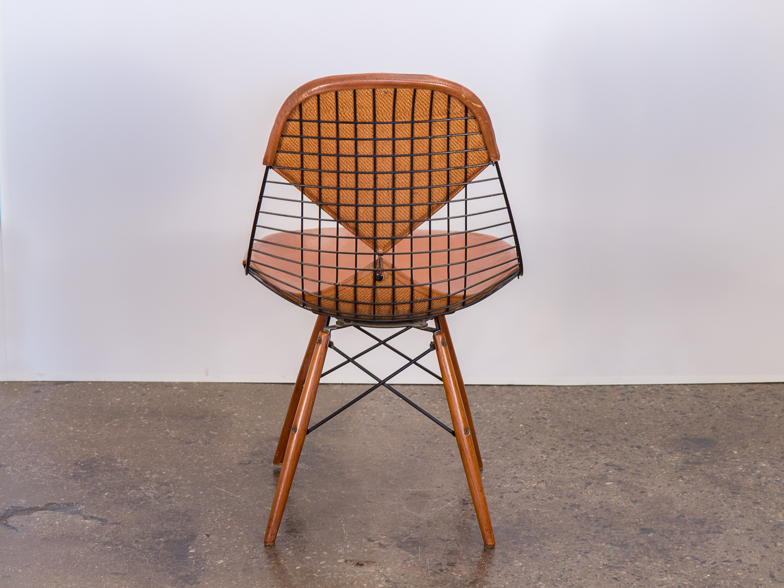Eames Wire Chair Original Eames Pkw 2 Wire Chair On Dowel Swivel Base