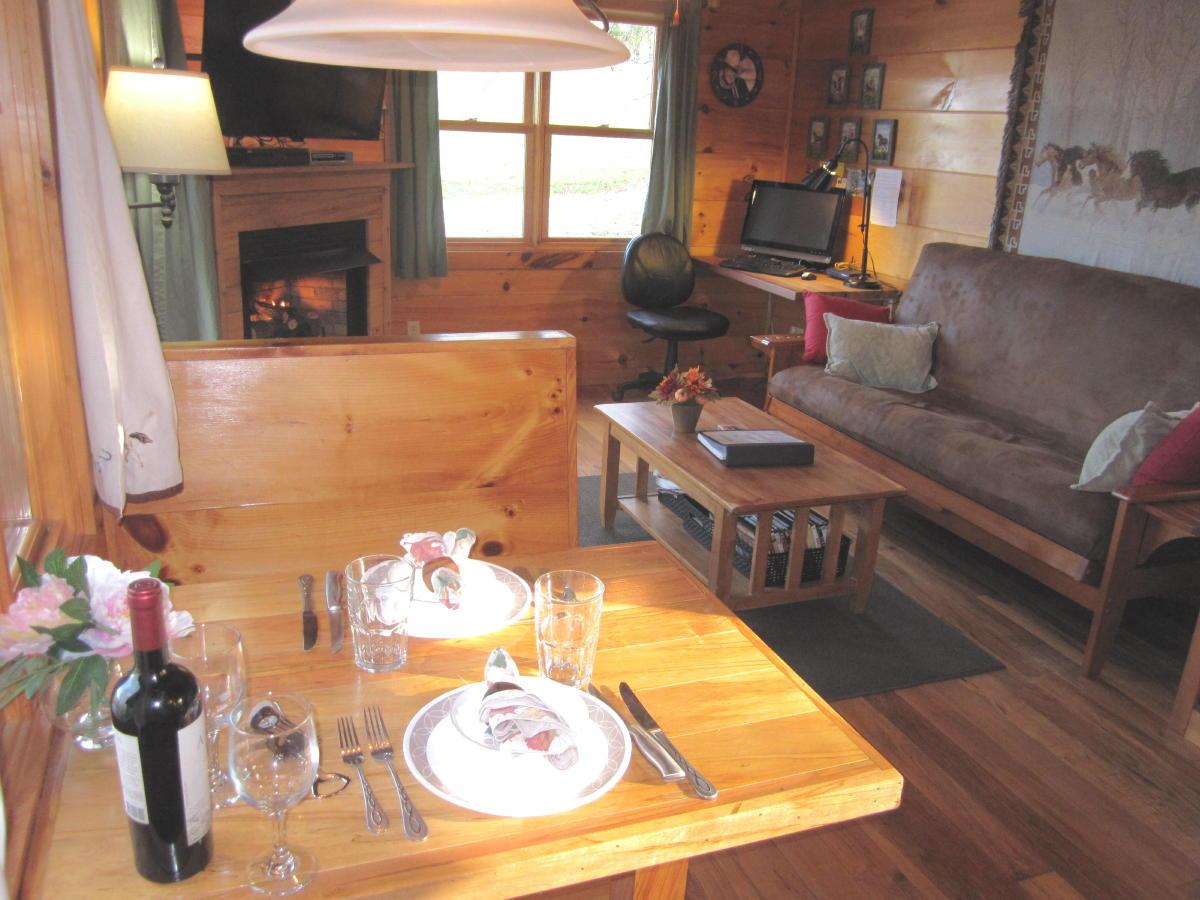 arabian nights living room paris themed 1br laurel fork rustic retreat space