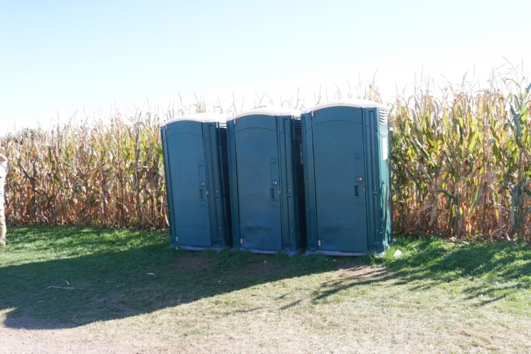 Single stall port-a-potties