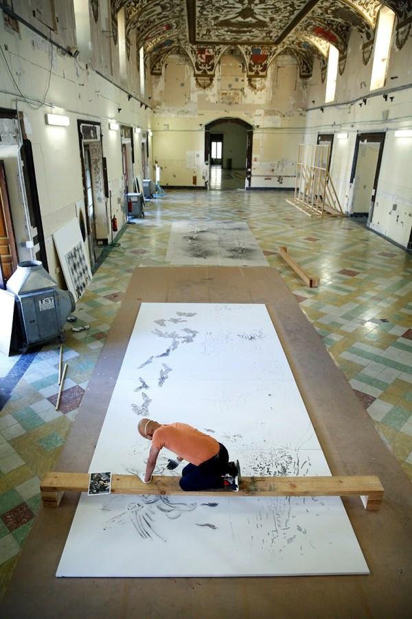 Cai Guo-quiang L Artista Che Dipinge La Polvere Da Sparo Fa Scintille Al Museo Del Prado