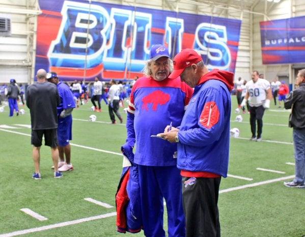Rob Ryan at Bills practice a few weeks ago.