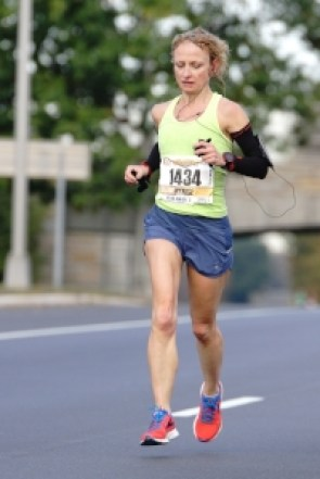 Middle miles. Gloves, off. Gu, gone. Hair, sweaty. Look of intense concentration.