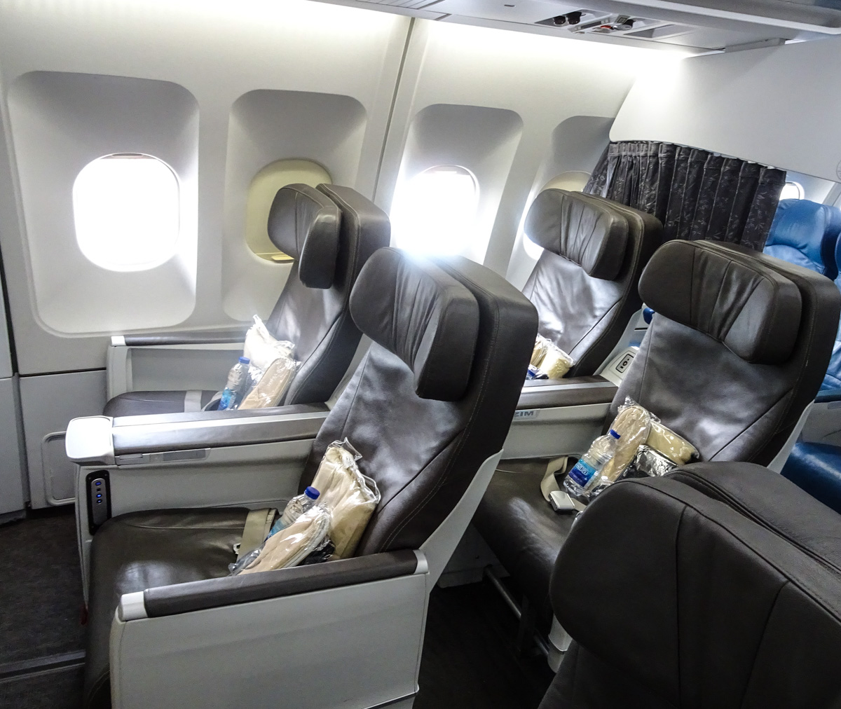 20 Air Transat Boeing 767 Interior Pictures And Ideas On Meta Networks