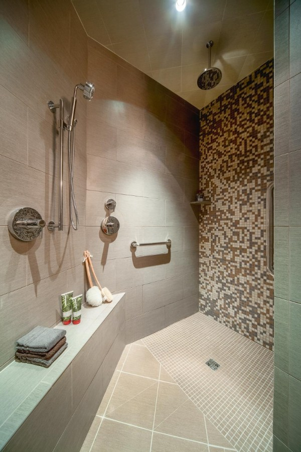 Pros And Cons Of Doorless Walk-in Shower Design