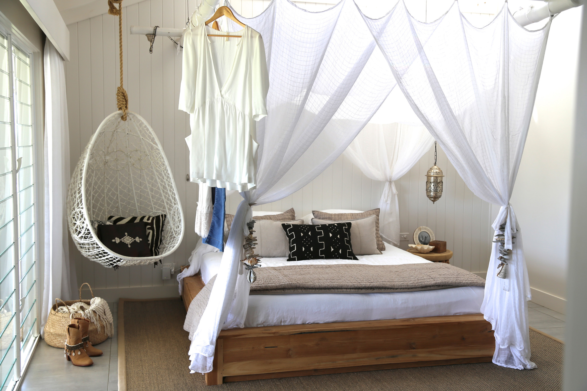 chairs for a bedroom ikea desk and chair get the vegan look dreamy interior design hammock hanging bedrooms tjihome