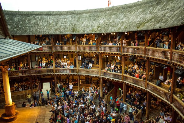 Shakespeare' Globe Theatre Mary Kate Navigates