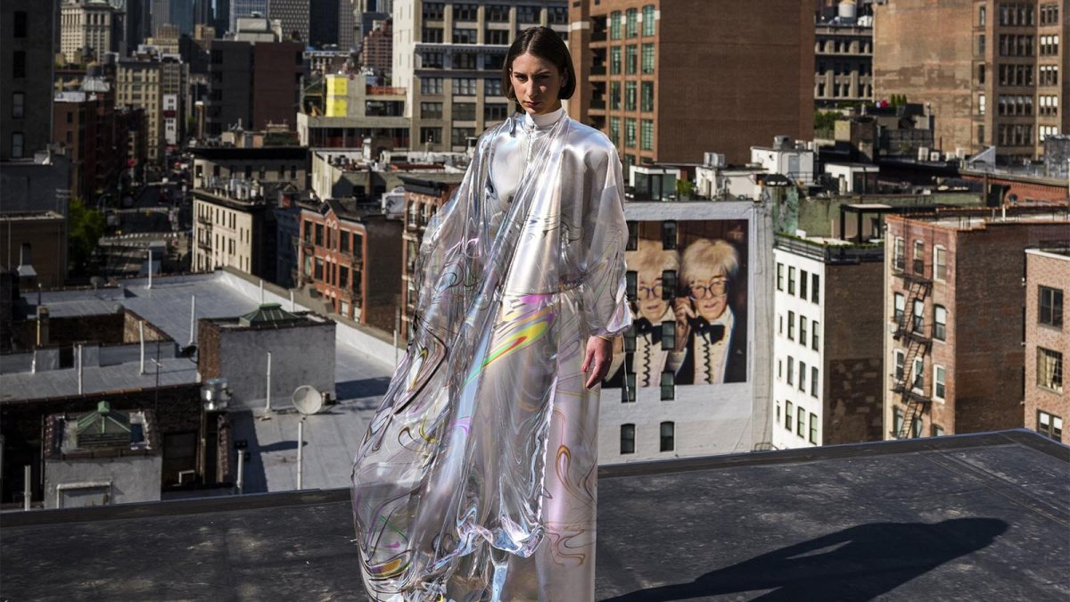 The Iridescent Dress - vendue 9500 dollars par The Fabricant - robe virtuelle NFT