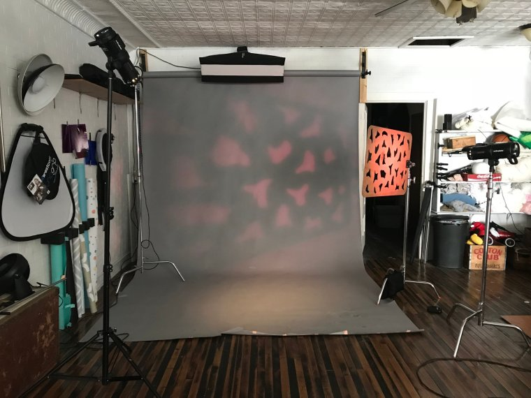 As you can see, there is some spill onto the background with this setup so I changed the grid to the 10 degree to focus the light more.