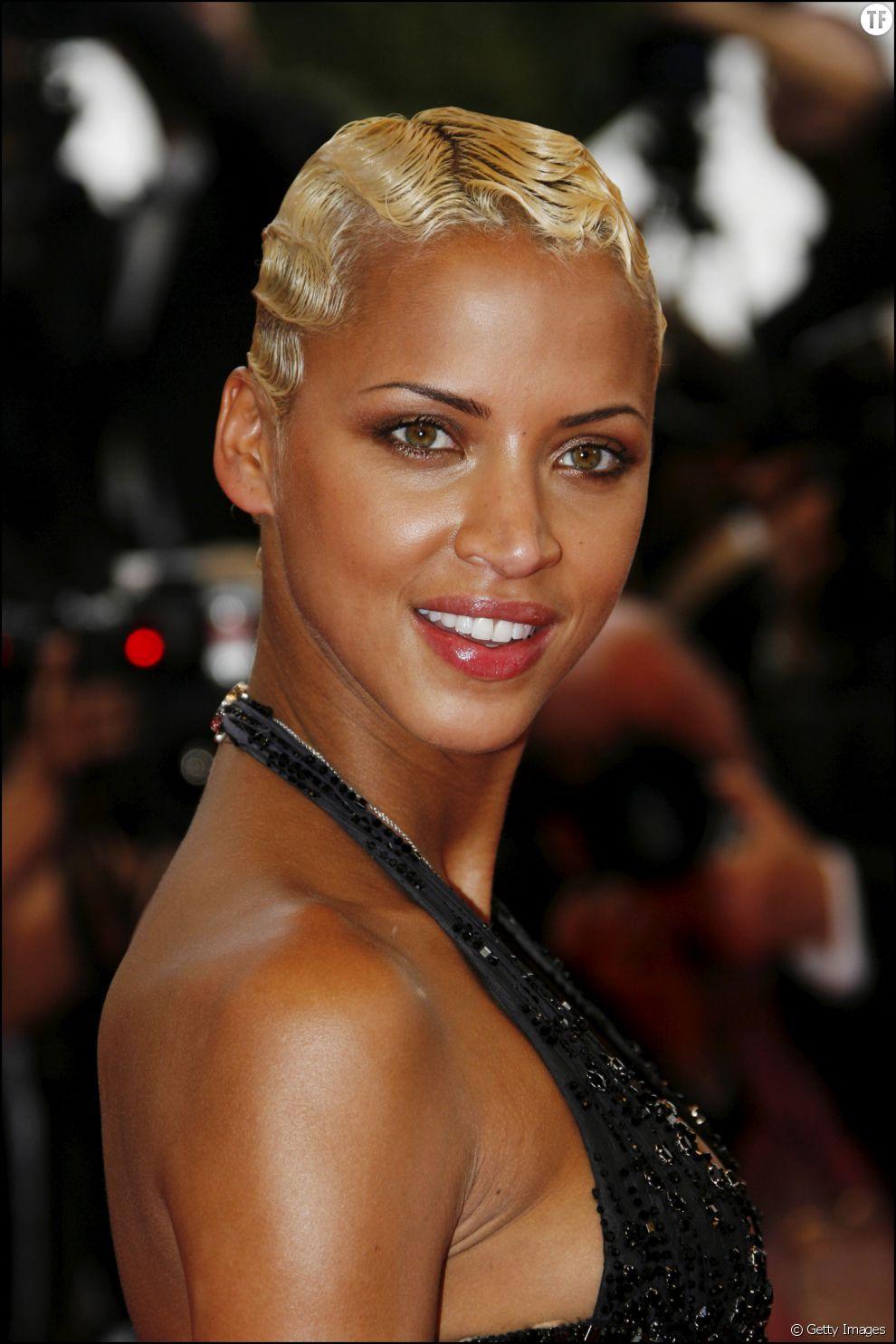 Coupe Cheveux Courte Blond Platine - Modele Tresse