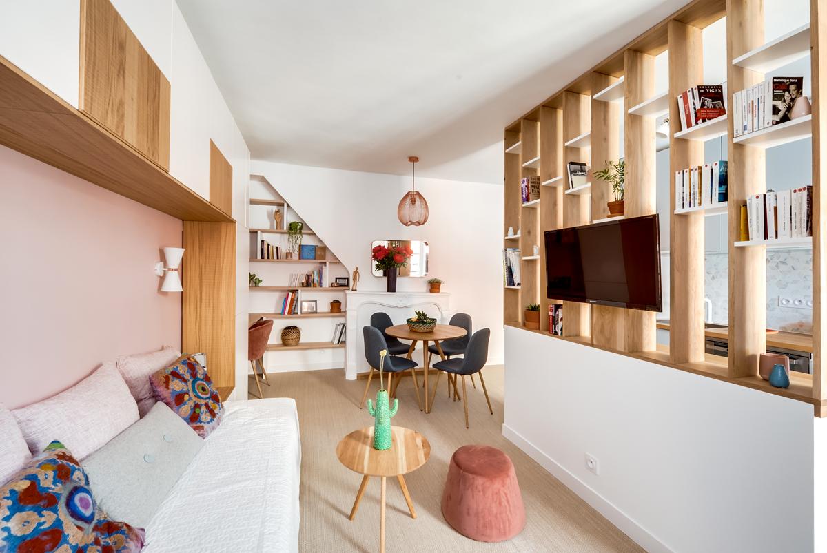 Il cambio di pavimento dal parquet della zona giorno, al marmo carrara in cucina. Librerie Divisorie 20 Idee Per Usarle Bene Livingcorriere