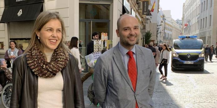 Los miembros de Vox en el Ayuntamiento de Sevilla, aislados tras haber  estado con Ortega Smith