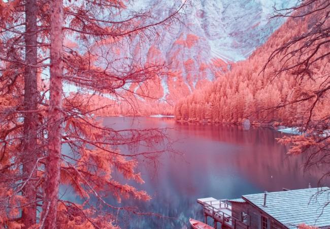 Le Dolomiti a raggi infrarossi il paesaggio  surreale