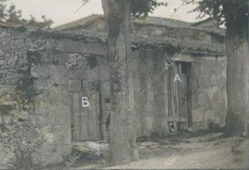 La entrada a la casa (A) y a la finca (B) donde se cometió el crimen