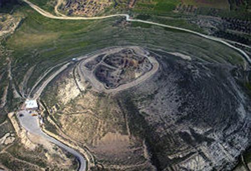 Foto aérea de las ruinas de la fortaleza de Herodión, desde el suroeste.