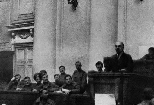 Lenin presentando sus Tesis de abril de 1917 ante el Sóviet de Petrogrado.