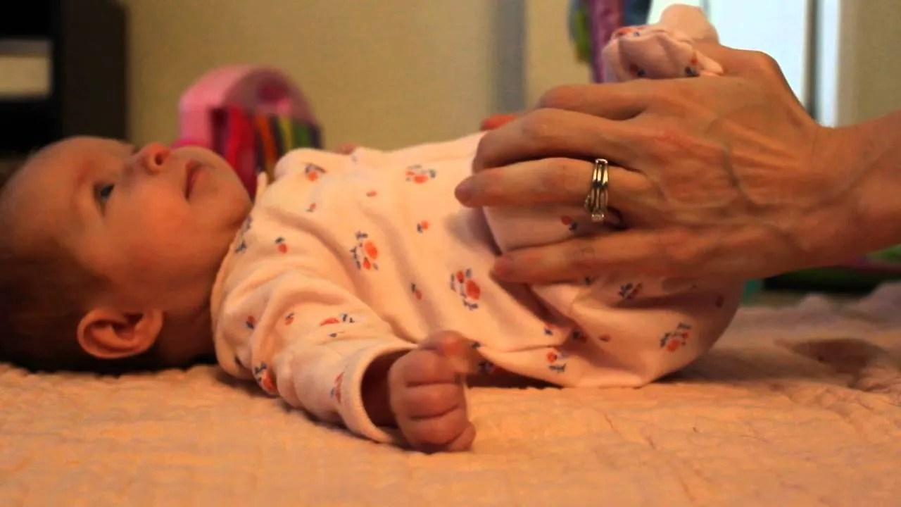 20 Easy-To-Miss Signs Mom Is Overfeeding The Baby | Best Ten News
