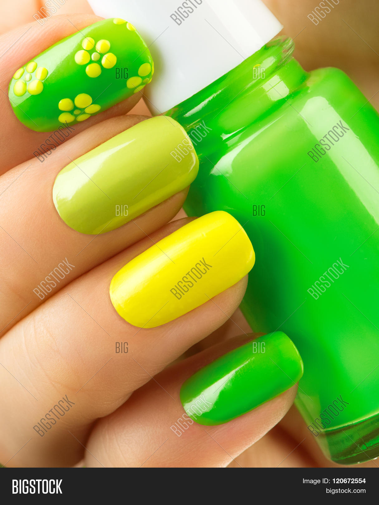 Spring Green Manicure Fresh Nature Trendy Nails Beautiful Nail Polish With Gr