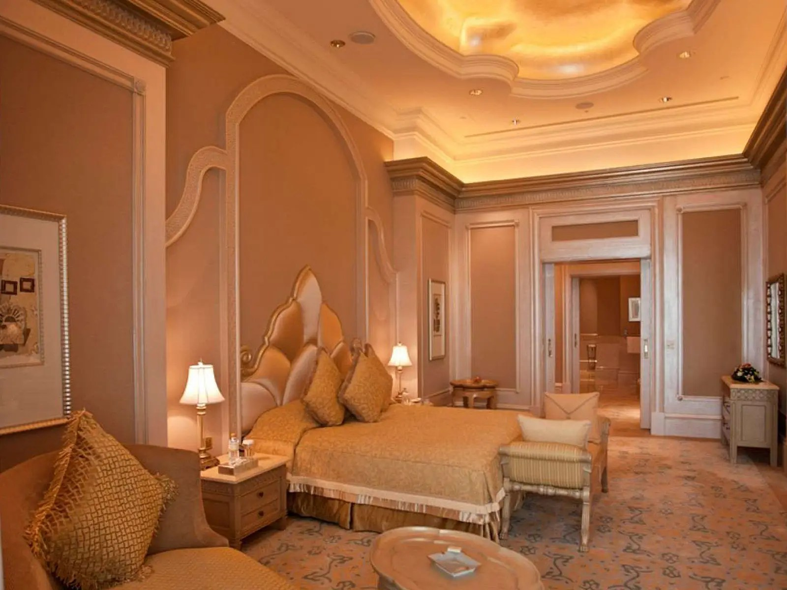 The Pearl bedroom of the Palace Suite has views of the garden, fountains or pools, and a partial sea view.