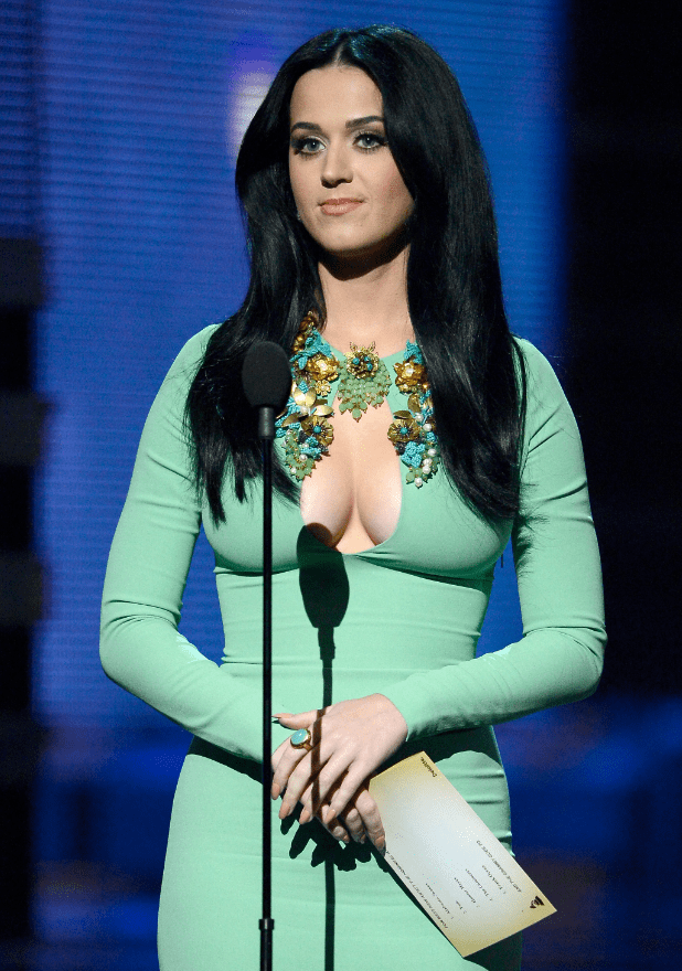 Girl In Gown Wallpaper Katy Perry S Cleavage Stole The Show At The Grammys 2013