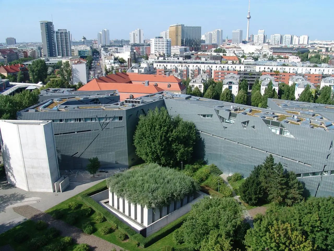 The Jewish Museum Berlin is actually two buildings. The newer one has a zigzag footprint and a shiny titanium facade.