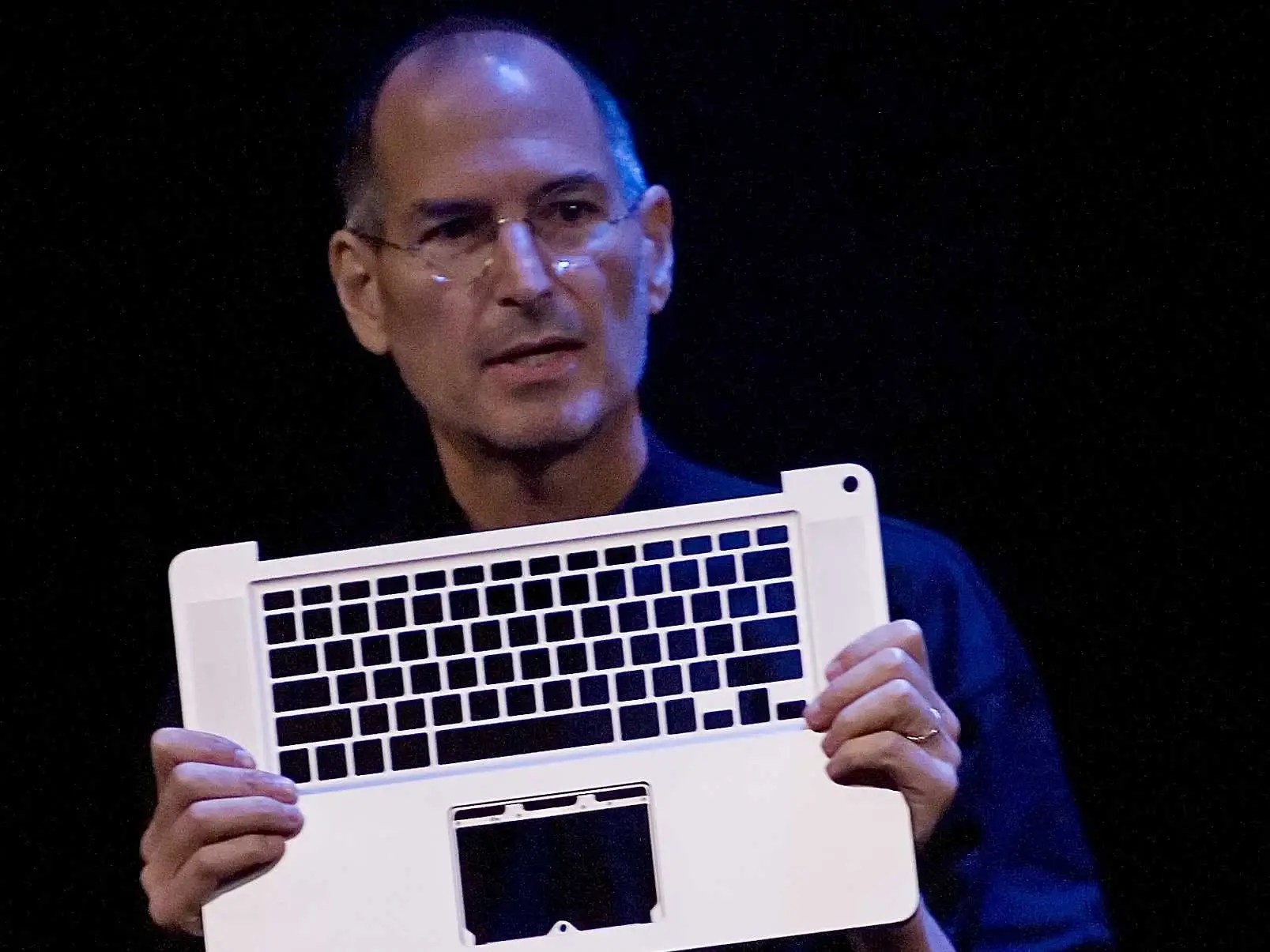 Steve Jobs was also an early riser, starting his days around 6:00.